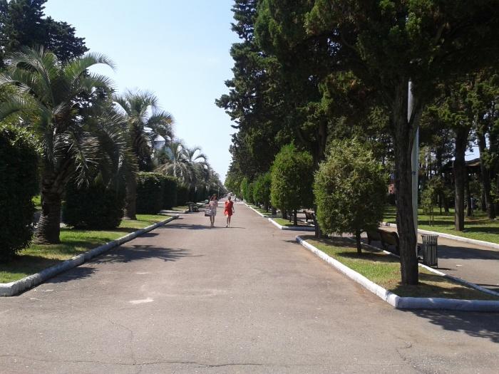 Batum bulvarında bir yürüyüş yolu