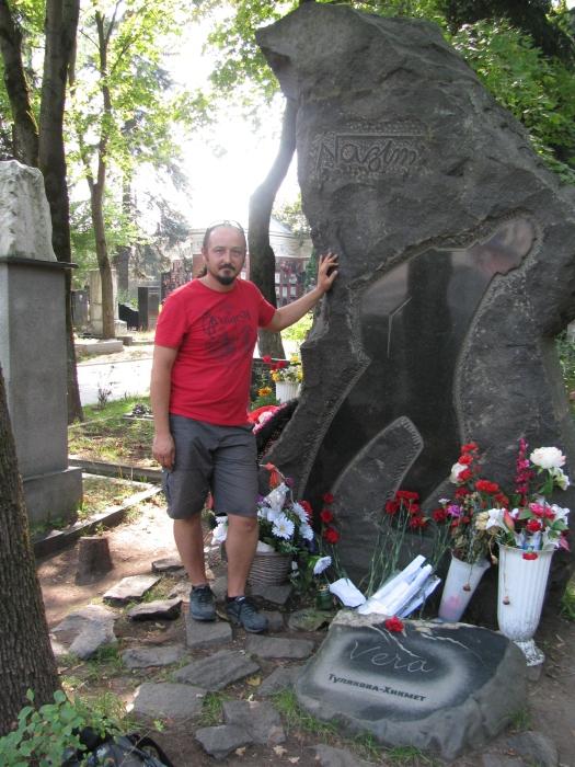 Nazım Hikmet'in mezarı