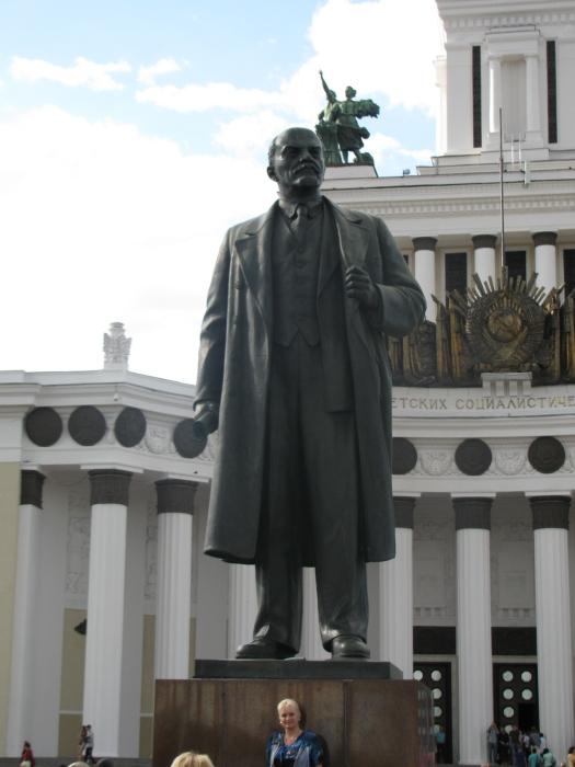 Bu gördüğüm bilmem kaçıncı Lenin Heykeli