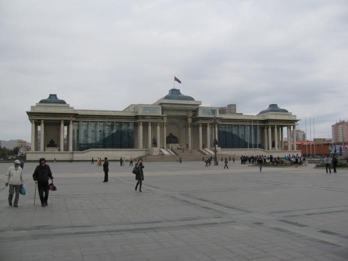 Suhkbaatar meydanı ve hükümet binası