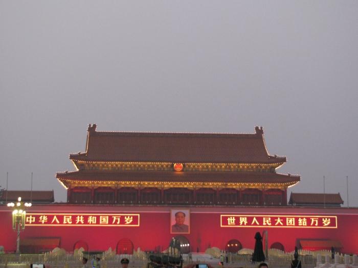 Tian An Men meydanını izleyen Mao
