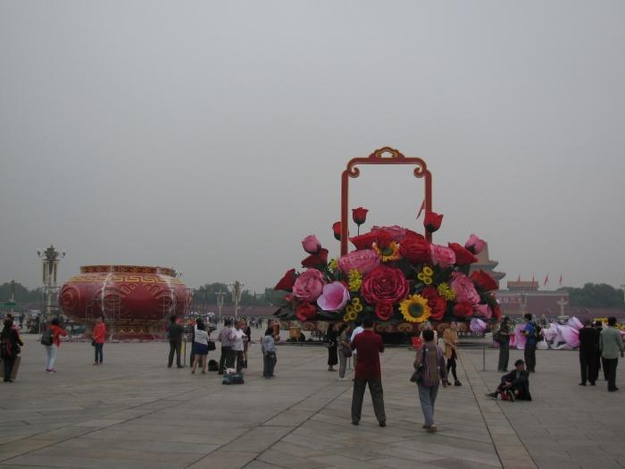 1 ekim Çinde ulusal bayram.  Her yeri süslüyorlar