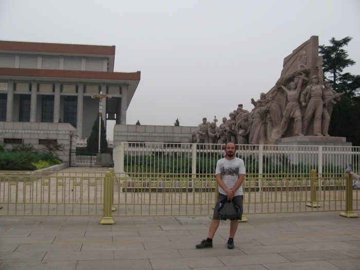 Mao mozolezinin önündeki heykel