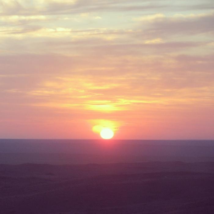 Gobi çölünde gün batarken