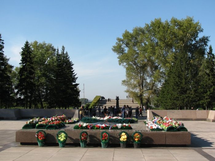 Memorial Complex (Doğalgaz bol ya her yerde hiç sönmeyen ateş var.)