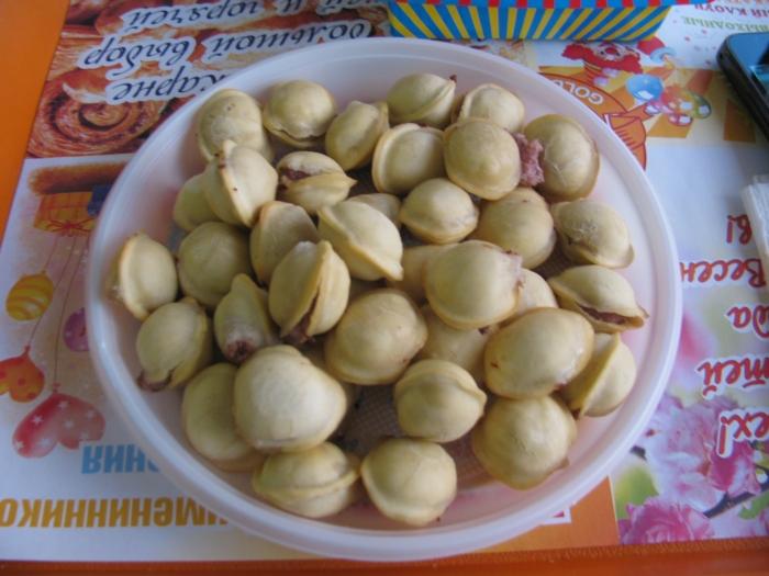 Пельмени (kuru mantı gibi bir şey ama tadı güzel içinde kıyma var)