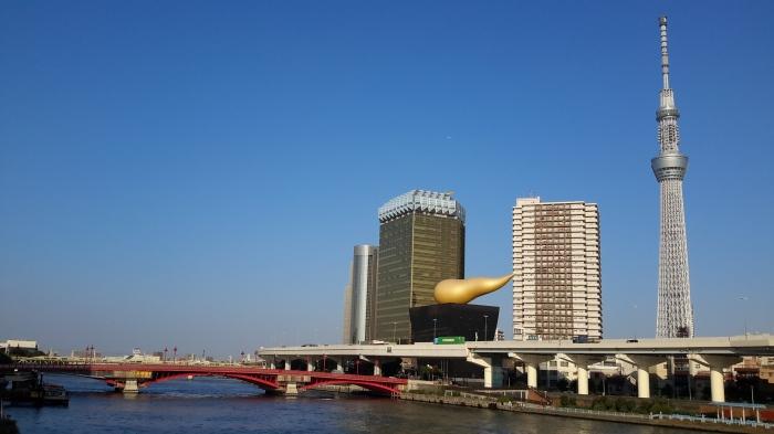 Otelin manzarası ( en sağdaki Tokyo Skytree, 634mt yüksekliği ile dünyanın ikincisi)