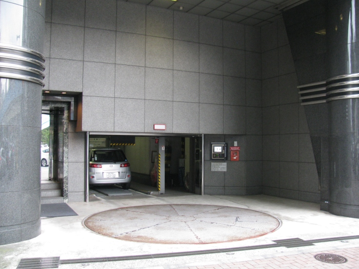 Otomatik katlı araç park etme makinası