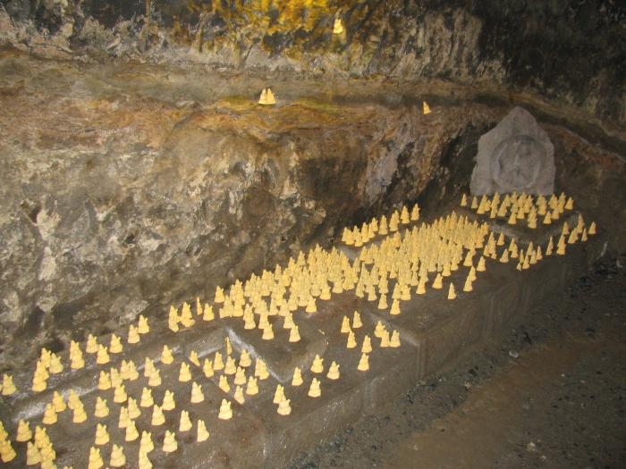 Mağaranın içindeki mabedin heykelleri