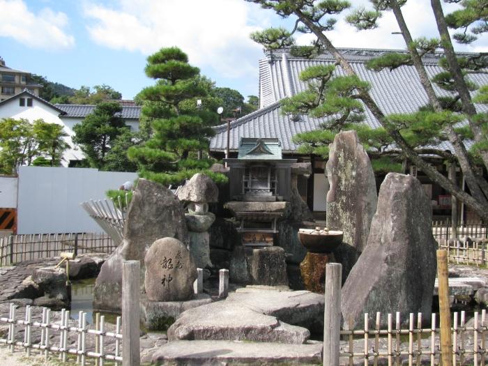 Tapınak bahçesi