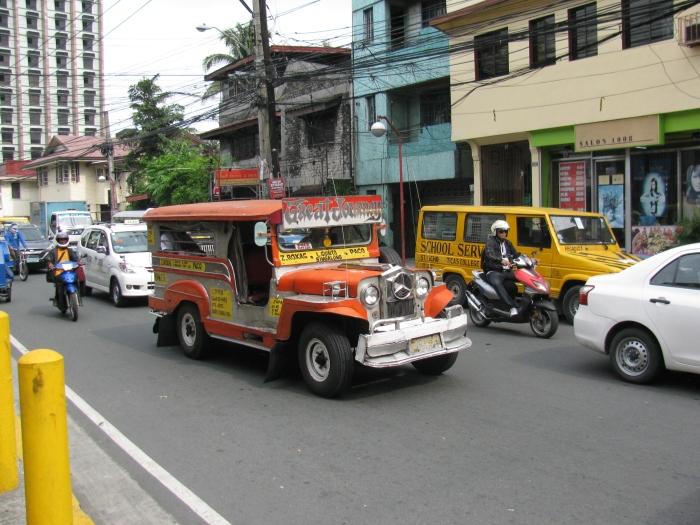 Jeepney (burada yaygın ulaşım aracı)