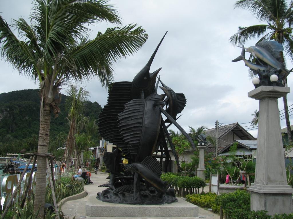 Kılıç balığı anıtı