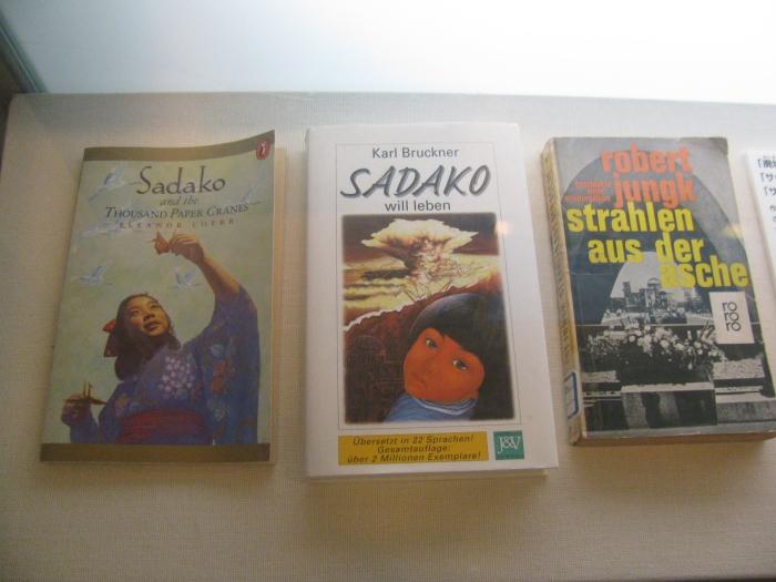 Hiroşima Barış Müzesinde Sadako bölümü