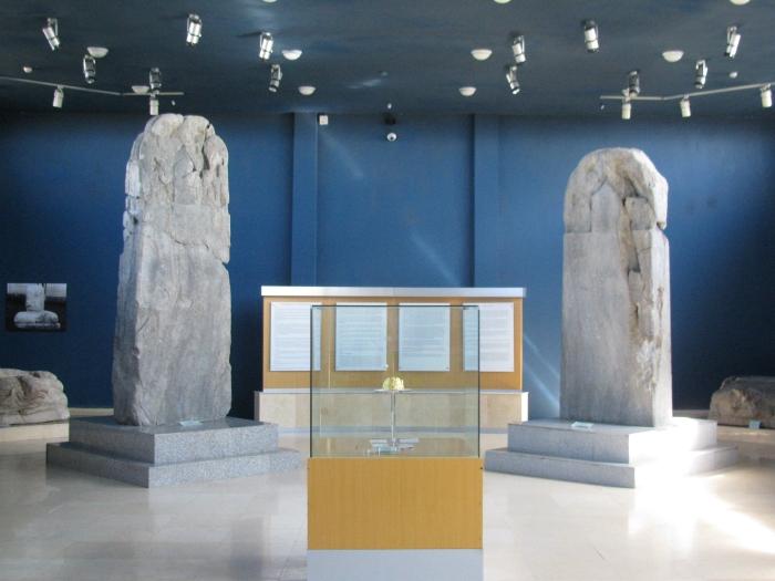 Müzede sergilenen yazıtlar