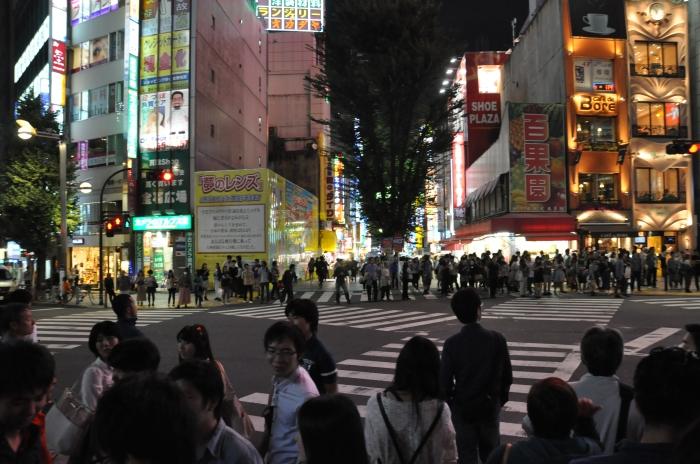 Japonya Tokyo'da bir yaya yolu