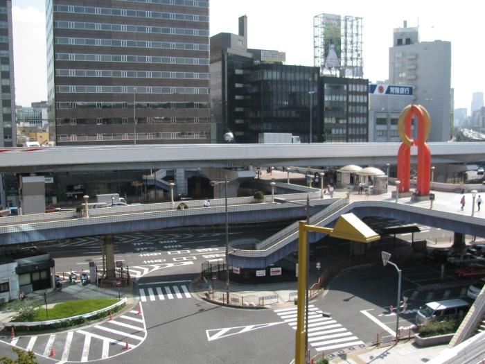 Japonya Tokyo Ueno'da karmakarışık yollar