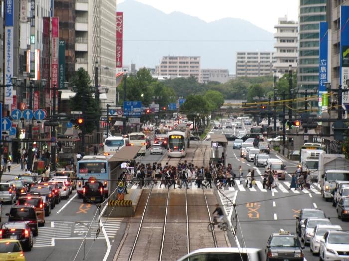 Japonya Hiroşima'da işlek bir yol