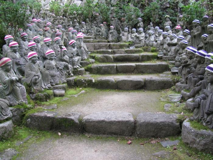 Japonya Miyajima adasındaki kutsal yol