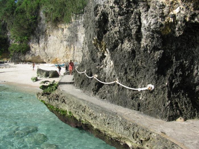 Filipinler Boracay adasındaki kaya yolu