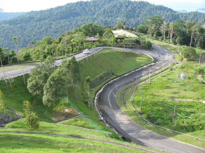 Malezya Langkawi adasında Raya Dağına çıkan yol
