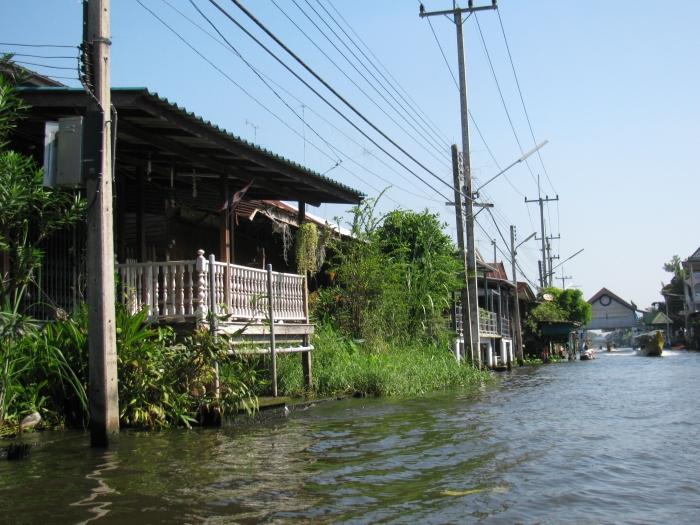 Tayland Bangkok'da bir mahallenin yolu