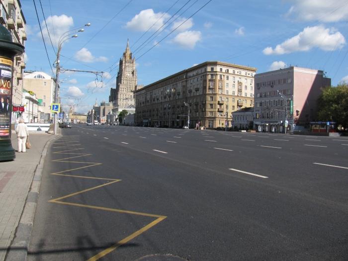 Rusya Moskova'da Dış İşleri Bakanlığının önünden geçen büyük yol