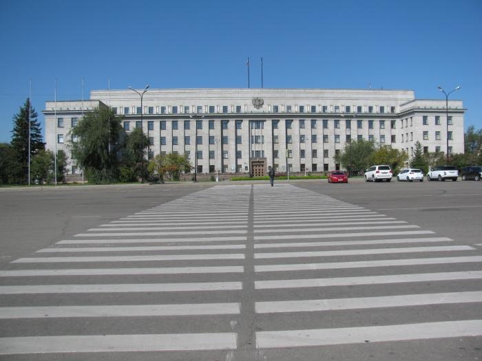 Rusya İrkutsk'da hükümet binasına giden yaya yolu